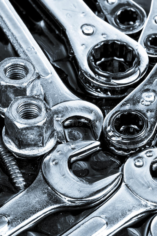 工具板钳、棘轮、坚果、螺栓和螺丝 免版税库存照片