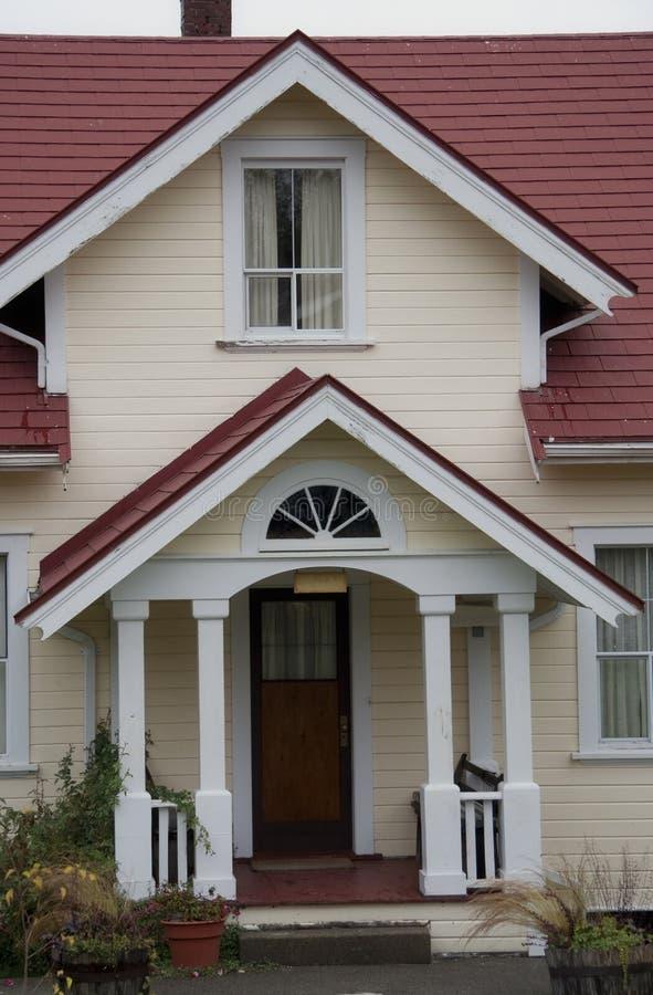 工匠项前面家门廊样式 免版税库存照片