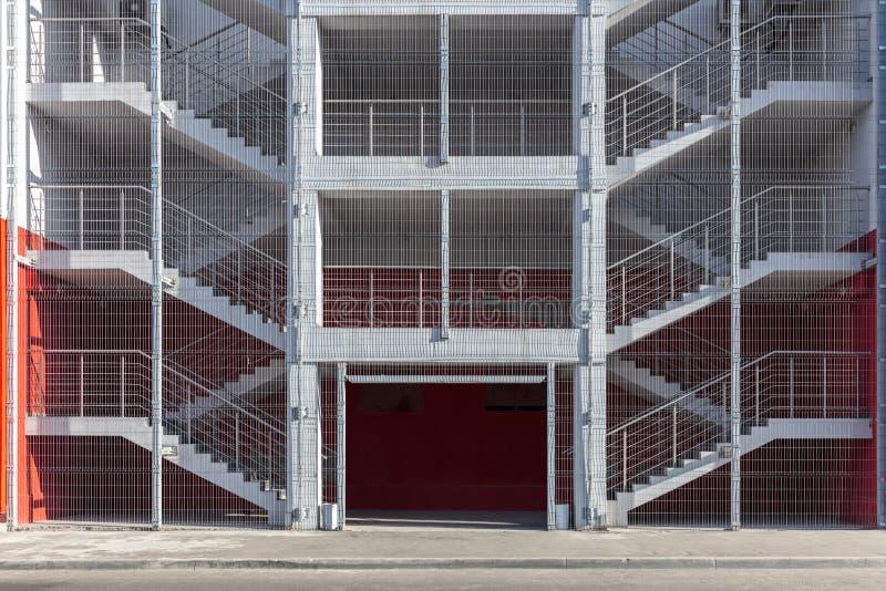 工厂厂房紧急出口楼梯或防火梯 免版税库存照片