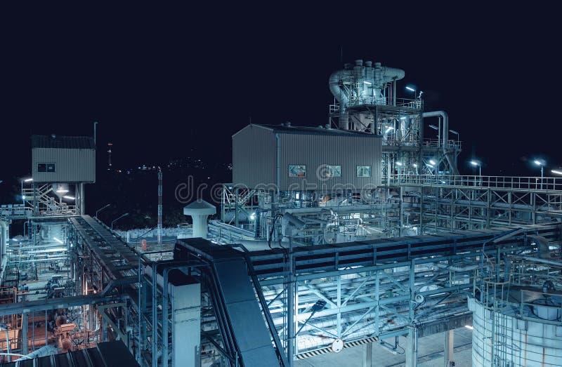 工厂在晚上 免版税库存照片