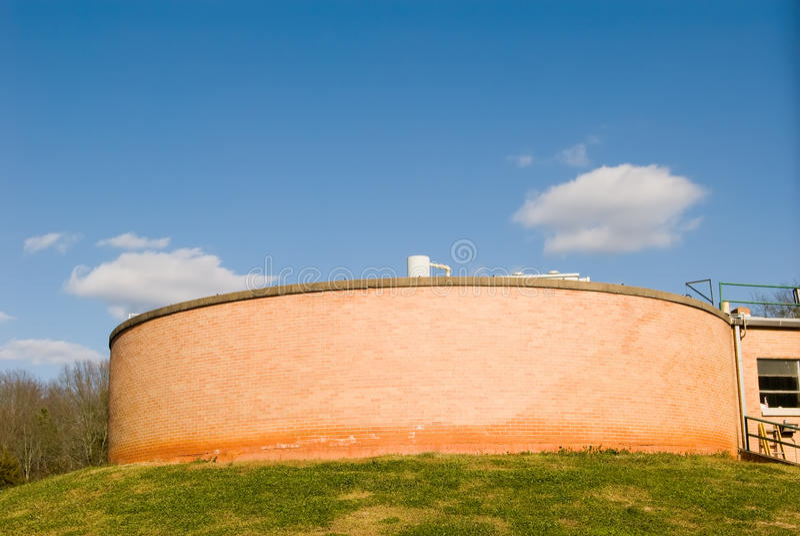 工厂抽的坦克水 免版税库存照片