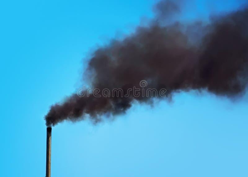 工厂烟囱抽烟 免版税库存图片