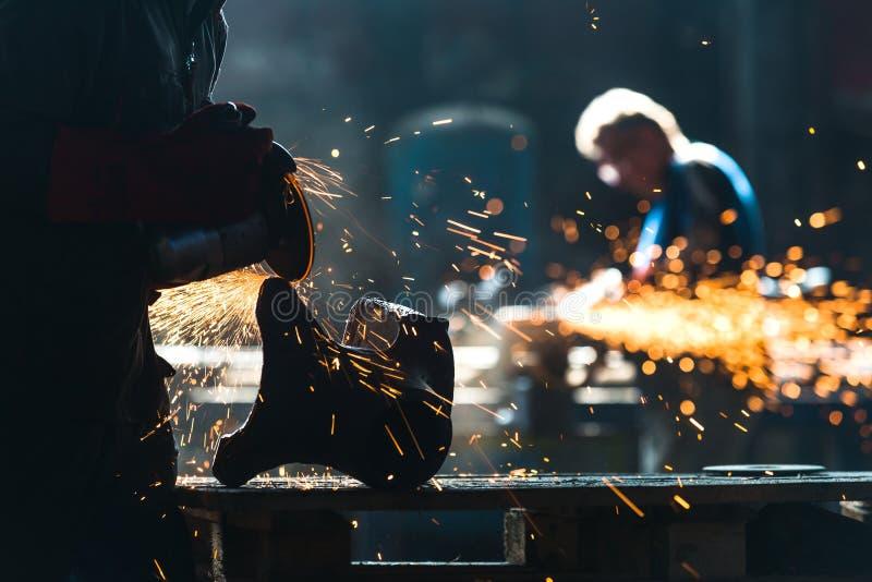 工厂的产业工人 库存照片