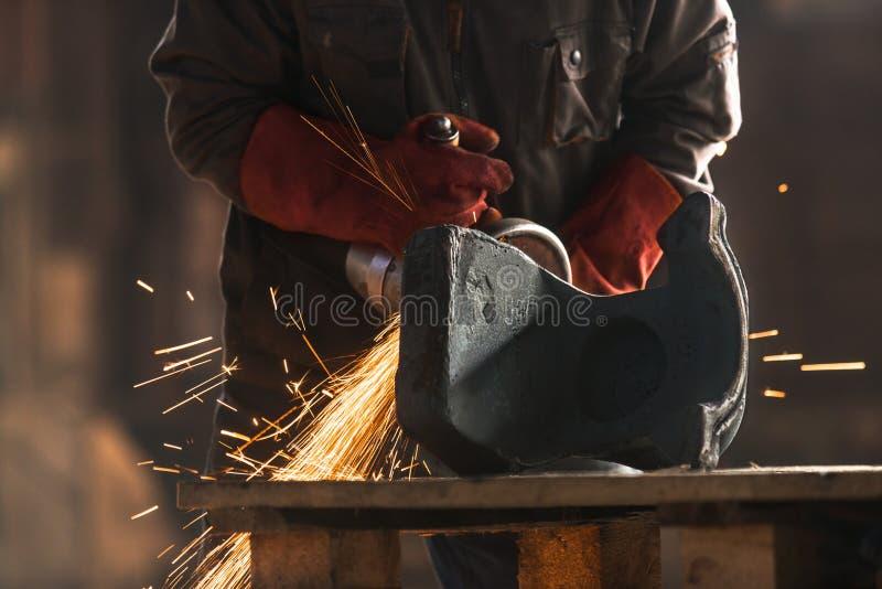 工厂的产业工人 免版税图库摄影