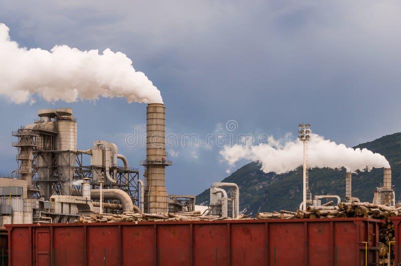 工厂设备Smokestacs  库存照片