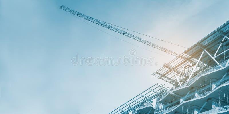 工地工作、起重机和脚手架,混凝土结构 库存图片