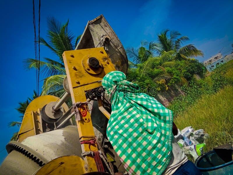 工地工作的印度工作者 图库摄影