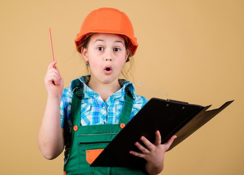工头计划 建造者工程师建筑师 未来行业 孩子建造者女孩 建立您的未来 免版税库存照片