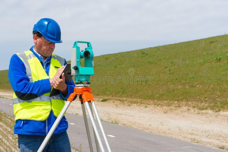 工程师和总驻地或者经纬仪 库存照片