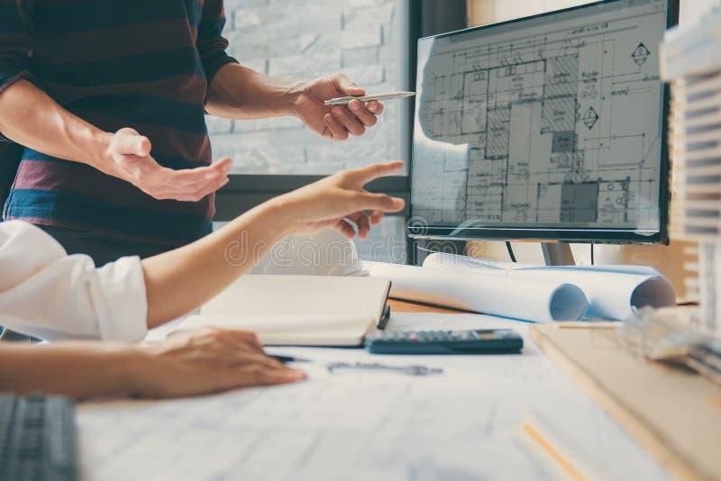 工程师或建筑师工作的伙伴会议的图象与 库存照片