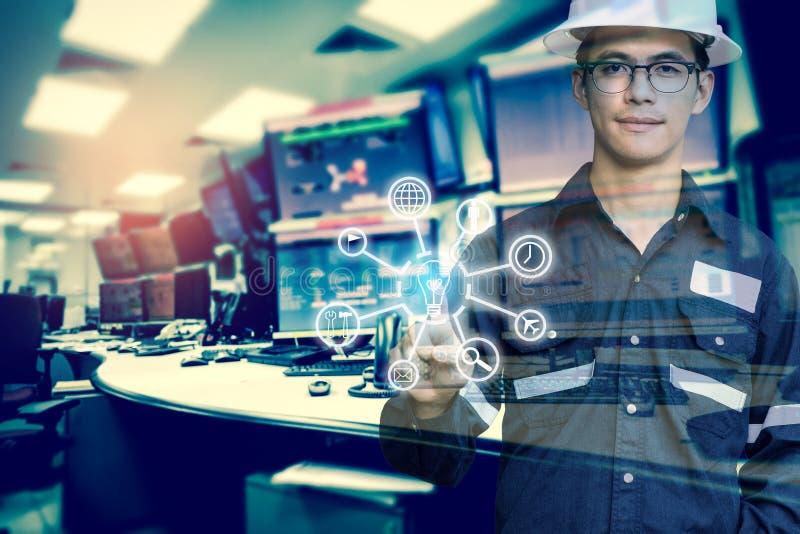 工程师或技术员人两次曝光有企业indu的 库存照片