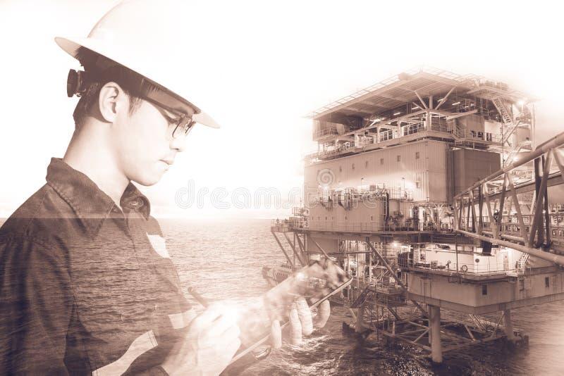 工程师或技术员人两次曝光有安全帽的 图库摄影