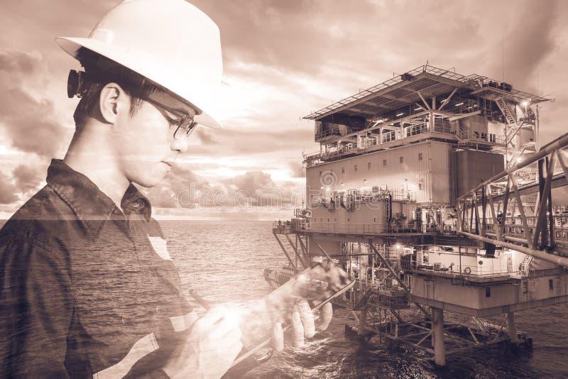 工程师或技术员人两次曝光有安全帽的 免版税图库摄影