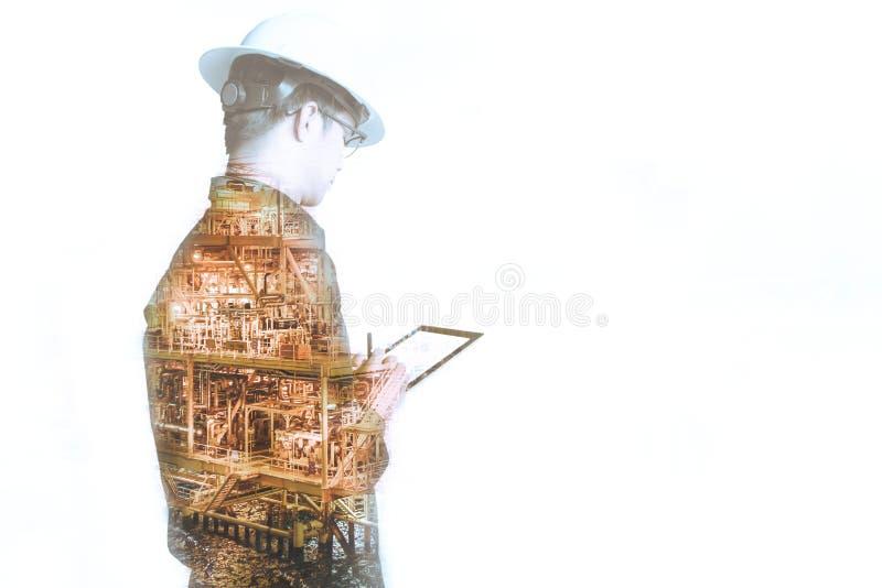 工程师或技术员人两次曝光有安全帽的 免版税库存照片
