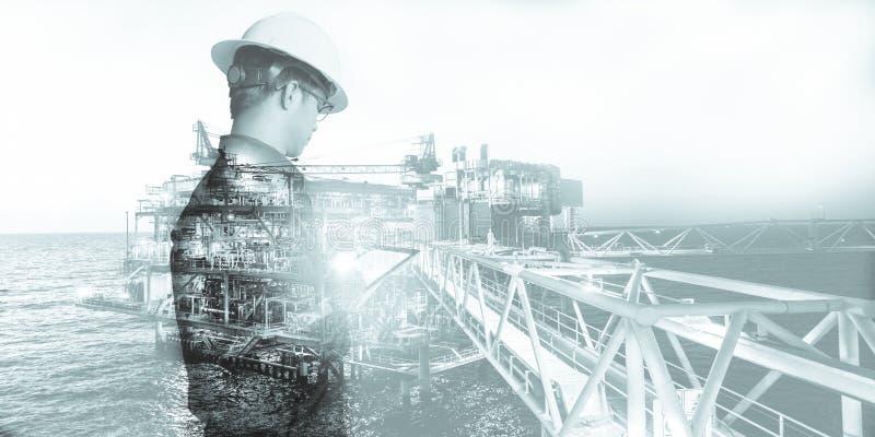 工程师或技术员人两次曝光有安全帽被管理的平台或植物的通过使用有近海油的片剂和 向量例证