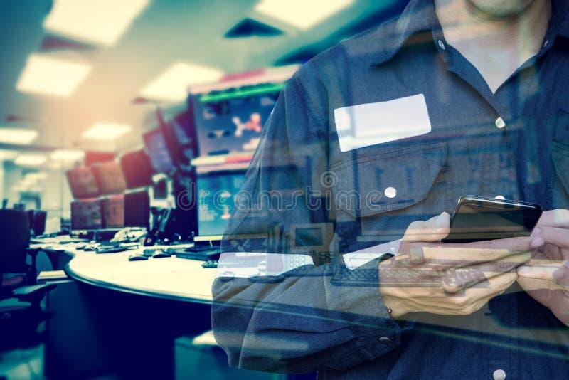 工程师或技术员人两次曝光运转的衬衣的 免版税库存照片