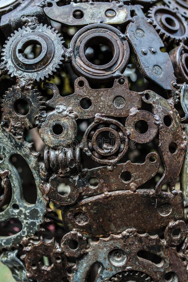 工艺品从使用的备件的金属艺术品 图库摄影