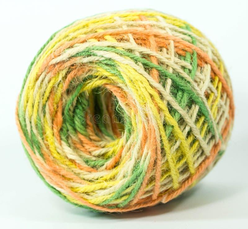 工艺品的五颜六色的大麻绳索卷 库存照片