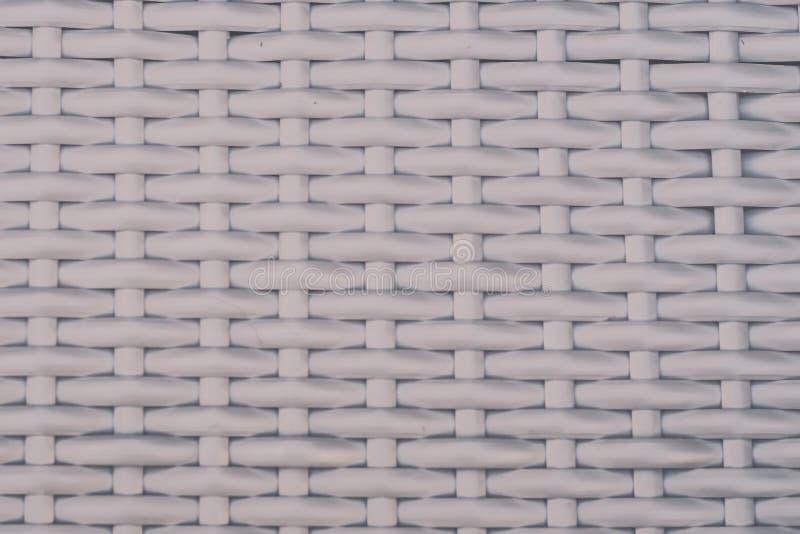 工艺品织法白色纹理柳条表面完善的塑料帆布篮纹理背景背景的样式自然  库存照片