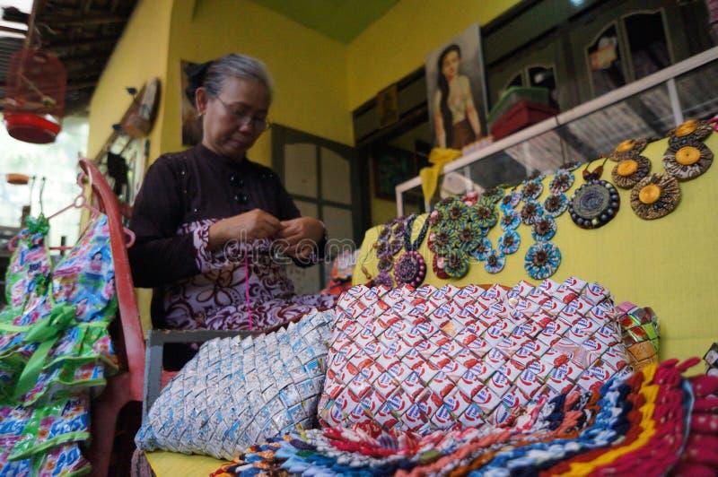 Download 工艺品 编辑类库存图片. 图片 包括有 材料, 中央, 独奏, 工匠, 供营商, 工艺品, 印度尼西亚, 传统 - 62536909