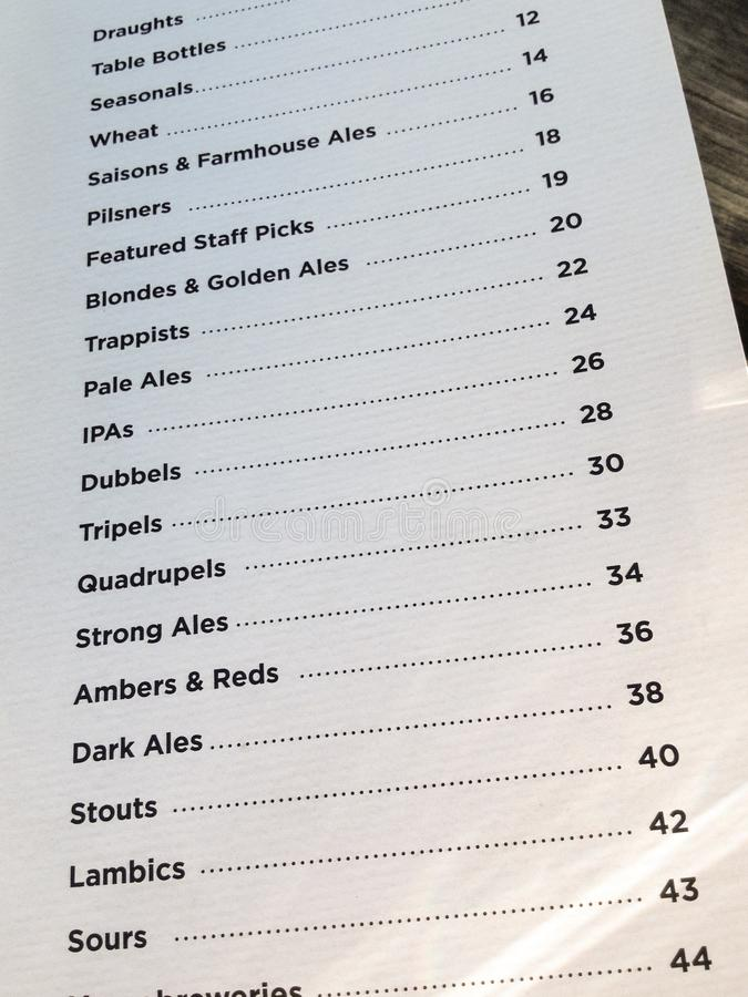 工艺在microbrewery的啤酒菜单 库存照片