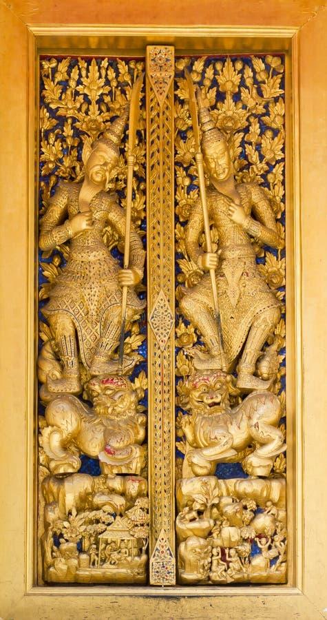 工艺泰国设计的门 免版税库存照片