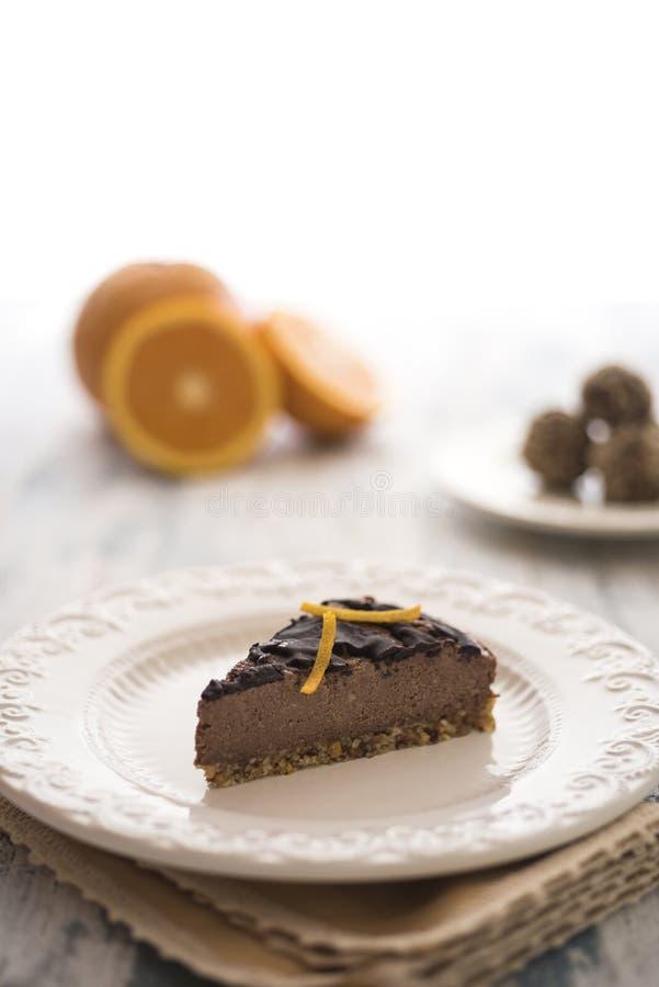巧克力和橙色素食主义者蛋糕 库存图片