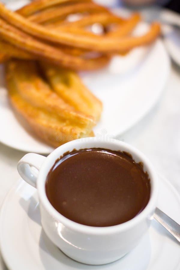 巧克力和油炸馅饼 免版税库存照片