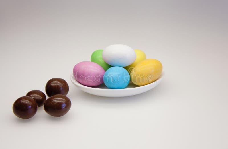 巧克力和糖鸡蛋 免版税库存照片