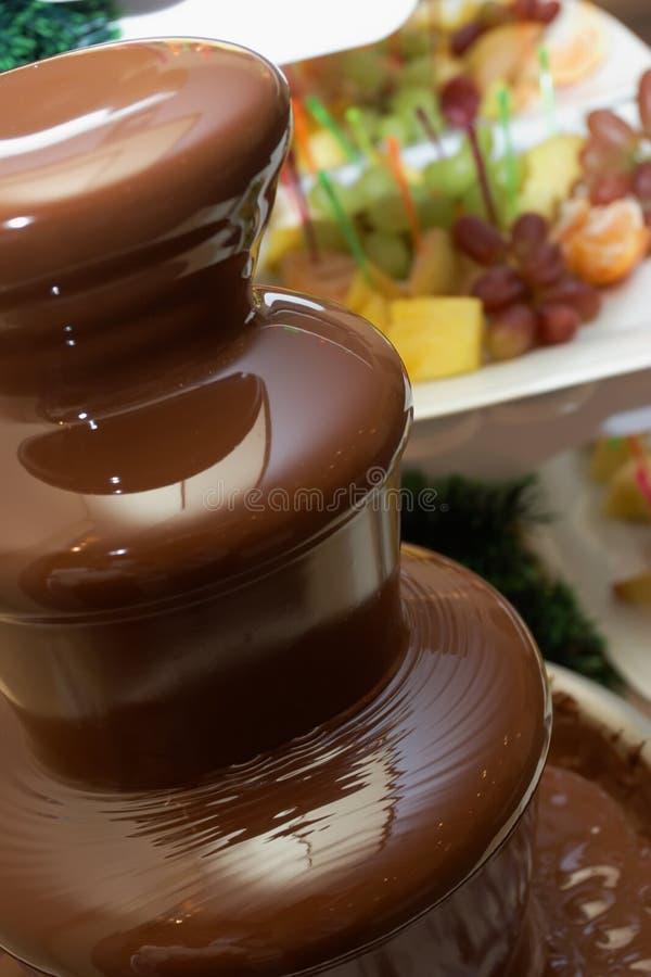 巧克力喷泉果子 库存照片