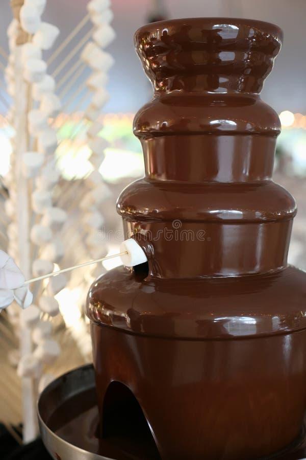 巧克力喷泉 免版税库存照片