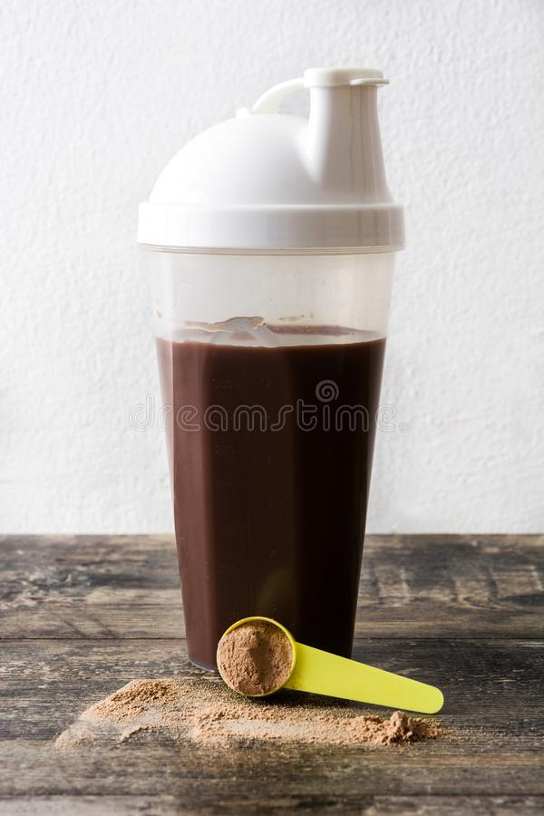巧克力在玻璃的蛋白质震动 图库摄影