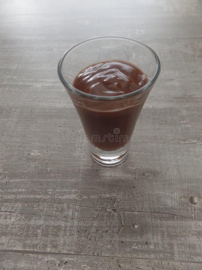 巧克力在玻璃的mascarpone奶油甜点 图库摄影
