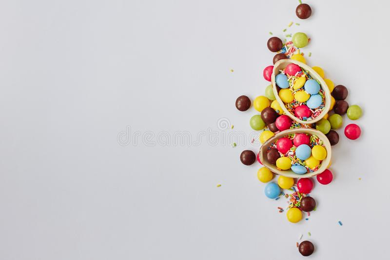 巧克力在空白背景的复活节彩蛋 免版税图库摄影