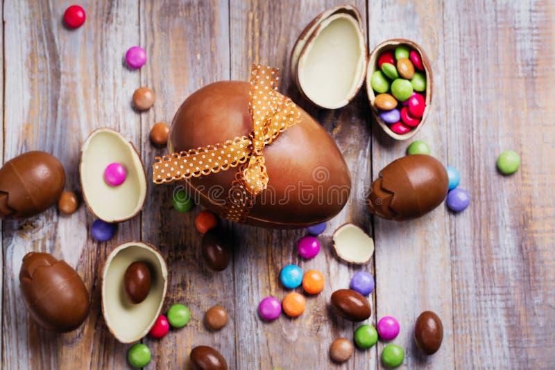 巧克力复活节彩蛋查出的对象 免版税库存照片