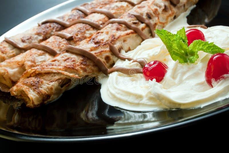 巧克力奶油色薄煎饼 免版税库存图片