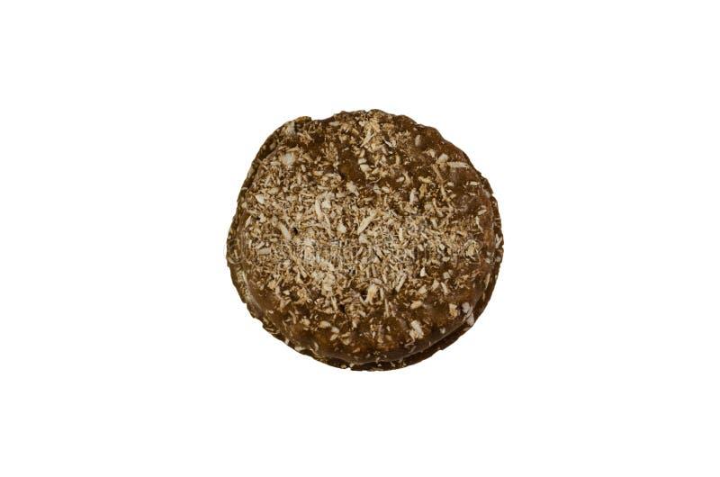 巧克力曲奇饼洒与在白色隔绝的椰子 免版税图库摄影