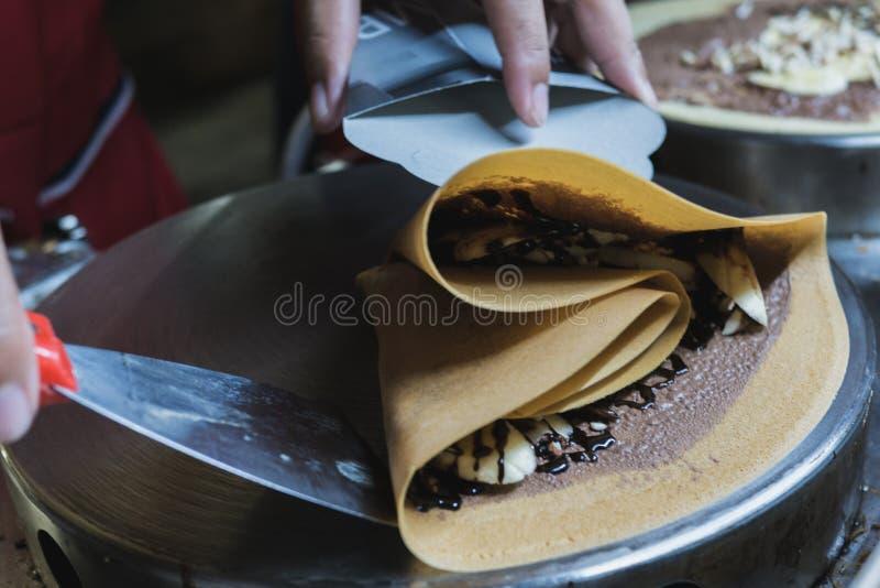 巧克力有热的香蕉绉纱服务的 库存图片