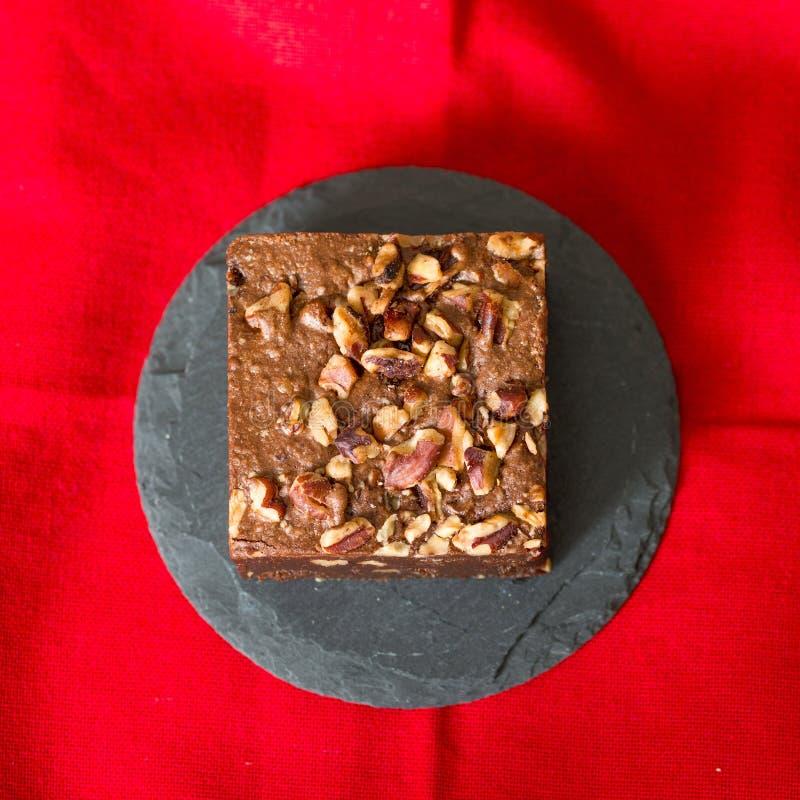 巧克力果仁巧克力蛋糕 免版税图库摄影
