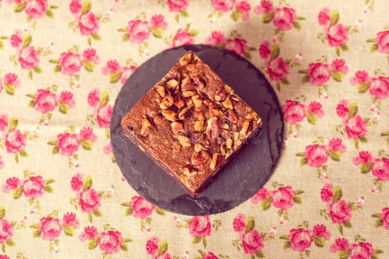 巧克力果仁巧克力蛋糕 库存照片