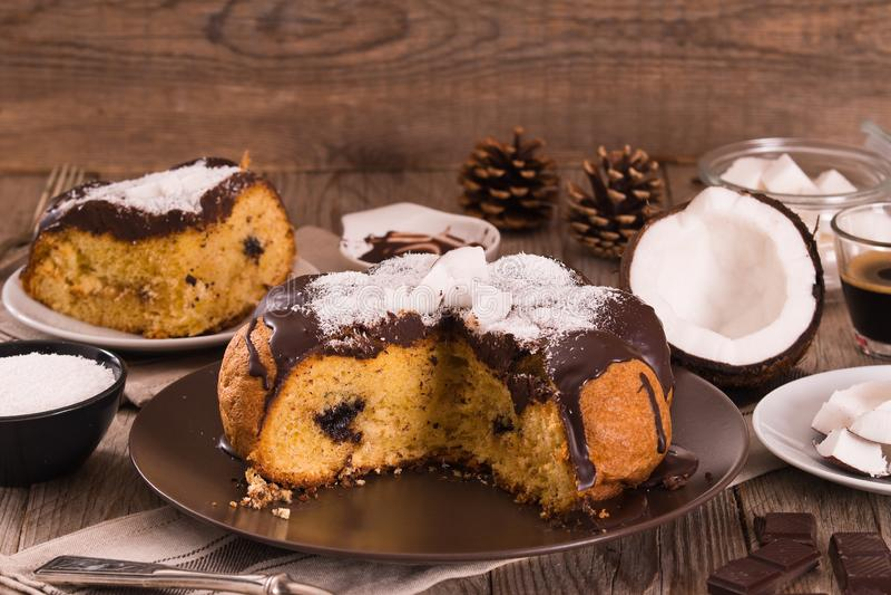 巧克力椰子蛋糕 库存照片