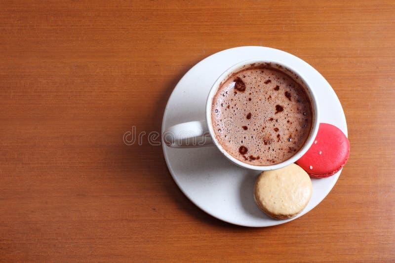 巧克力热macarons 免版税图库摄影
