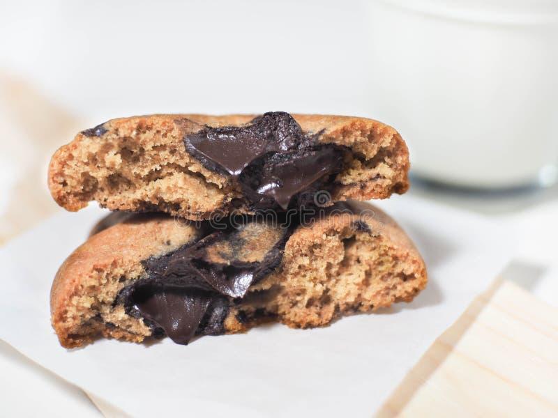 巧克力熔岩软的曲奇饼 免版税库存图片
