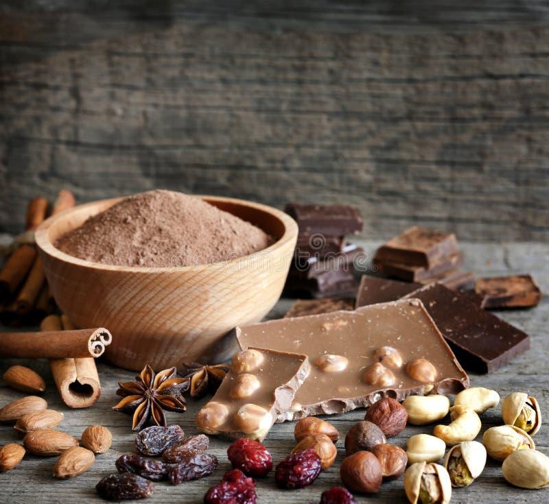 巧克力胡说的可可粉和成份 免版税库存图片