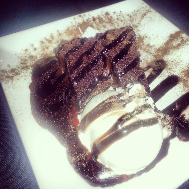 巧克力蛋糕和冰淇凌点心 免版税图库摄影