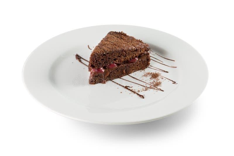 巧克力蛋糕片断在白色bac隔绝的白色板材的 免版税库存图片