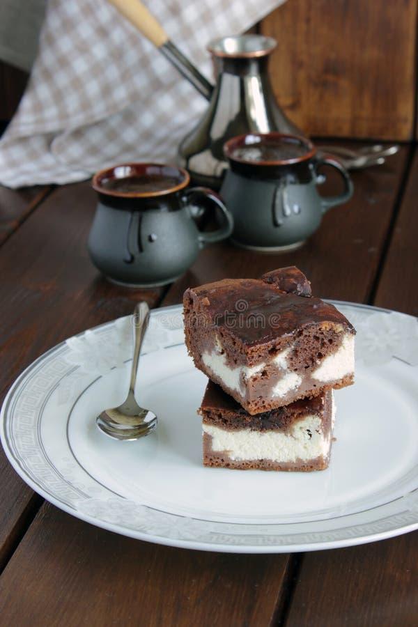 巧克力蛋糕用酸奶干酪 库存照片