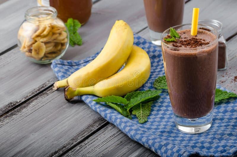 巧克力香蕉圆滑的人 库存照片