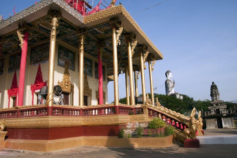 巨人从Ek Phnom佛教寺庙的菩萨雕象看法  免版税库存图片