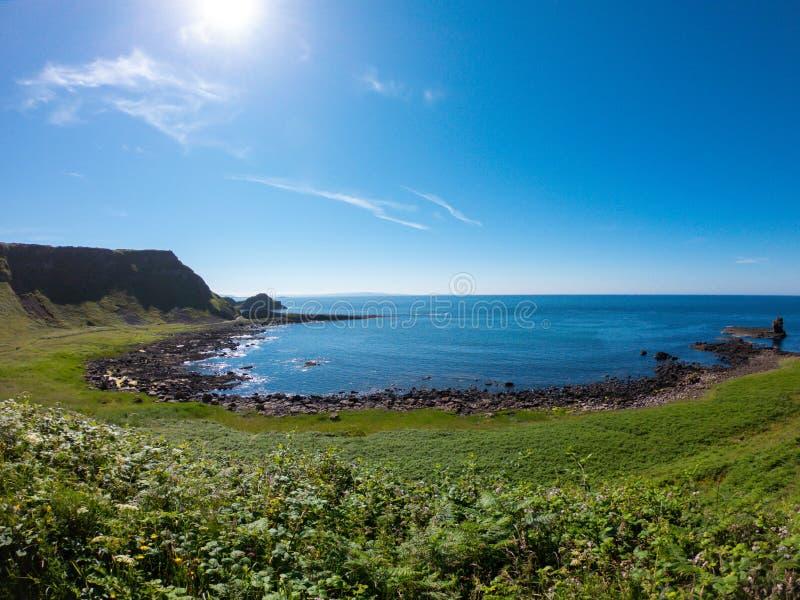 巨人堤道鸟瞰图,在北爱尔兰的北海岸的玄武岩专栏在bushmills附近的 库存照片